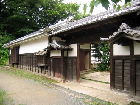 03_saji_gate